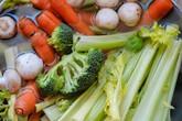 Những kiểu ăn rau tưởng ngon bổ nhưng lại độc hại vô cùng