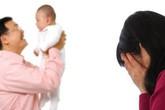 """""""Đứng hình"""" khi chồng đưa con riêng về cho vợ nuôi để người yêu cũ đi lấy chồng"""