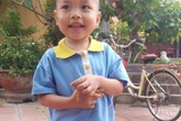 Xót thương bé trai 2 tuổi bị bỏ rơi trước cổng chùa lúc rạng sáng