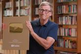 Bill Gates khoe nút vàng sau 7 năm chơi YouTube