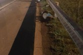 Bắc Giang: Băng qua đường cao tốc, nhóm công nhân bị ô tô đâm trúng khiến 3 người thương vong