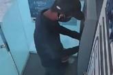 Truy tìm 2 đối tượng lắp camera siêu nhỏ đánh cắp thông tin thẻ ATM ở Hà Tĩnh
