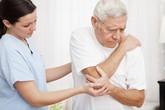 Những sai lầm người cao tuổi hay mắc khi điều trị thoái hóa khớp