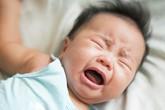 Theo mẹ vào dự đám tang, bé trai 2 tuổi đột nhiên kinh hãi khóc ré lên, đến khi ra ngoài thì lại nín và sự thật gây rùng mình đằng sau