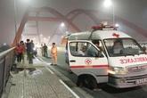 Va vào lề cầu Bình Lợi, tài xế 16 tuổi tử vong