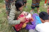 Cô giáo hỗ trợ trò cũ sinh con bên đường