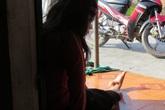 Mẹ chết lặng khi nghe con gái tật nguyền kể chuyện bị xâm hại