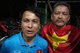 Gác việc nhà, bố cầu thủ Quang Hải thuê xe đến Mỹ Đình cổ vũ con trai