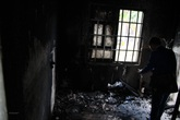 Nghi án chồng dùng xăng đốt vợ rồi uống thuốc sâu tự tử