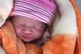 Quảng Ninh: Bé trai vừa chào đời bị bỏ rơi tại cửa đền Cặp Tiên