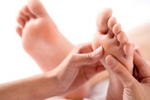3 dấu hiệu ở bàn chân mà chúng ta thường hay lờ đi thể hiện sức khỏe đang có vấn đề