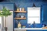 Với giá thành không hề đắt, gạch trang trí là lựa chọn tuyệt vời để bạn sở hữu nhà bếp đẹp đến ngỡ ngàng