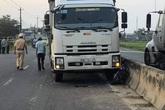 3 nữ sinh bị thương sau va chạm với xe tải
