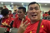 Dàn nghệ sĩ Việt và 300 CĐV vạ vật suốt đêm ở sân bay Philippines