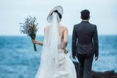 Đêm tân hôn mãi không thấy chồng xuất hiện, cô dâu xuống phòng mẹ chồng chứng kiến