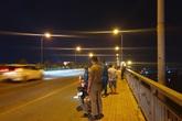 Nữ sinh mặc đồ thể dục gieo mình xuống sông Sài Gòn mất tích