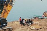 Sập trụ cầu đang xây, 4 công nhân bị hất văng xuống sông Đà