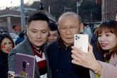 Dân làng xôn xao khi thầy Park về thăm mẹ