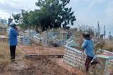 Phát hiện thi thể đàn ông phân hủy trong nghĩa trang