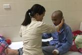 Chồng chất bệnh tật, cậu bé 13 tuổi mong một ngày bớt đau