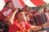 """CĐV bắc loa, màn hình LED ra giữa sân bóng ở quê nhà để """"tiếp lửa"""" cho đội tuyển U22 Việt Nam"""