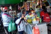 Hãi hùng đồ ăn vặt ở cổng trường (3): Báo động nguy cơ ngộ độc trường diễn