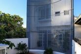 Ngôi nhà ngoại ô Sài Gòn có mặt tiền vô cùng bắt mắt của gia đình 4 người