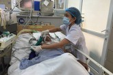 Tết 2019, bác sĩ cấp cứu tê tái chứng kiến phút biệt ly sinh tử: Cha già khóc con trẻ