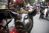 Heo đúc đồng nguyên khối, nặng gần 1 tạ giá hơn 100 triệu hút khách tại chợ giữa Thủ đô