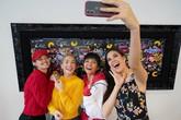H'Hen Niê gặp lại Hoa hậu Mỹ từng chê tiếng Anh của cô