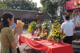 Chưa đến giờ khai hội, nhiều du khách đã có ấn đền Trần trong tay?