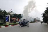 Xe tải bốc cháy vì vừa chạy vừa nấu bánh chưng