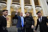 Cặp đôi đóng giả ông Kim Jong-un và ông Trump gây náo loạn Hà Nội