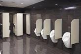 """Vì sao nhà vệ sinh công cộng luôn có khoảng hở? Nghe lý do ai cũng cúi đầu """"bái phục"""""""
