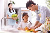 Chồng làm nhiều việc nhà, gia đình đổ vỡ hay gắn kết hôn nhân?