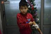 Xót lòng những đứa trẻ phải đón tết trước cổng bệnh viện: Nhắc đến quê nhà lại ứa nước mắt vì nhớ