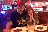 Ngại nấu, đôi vợ chồng đi ăn hàng suốt 15 năm