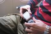 """Những vật dụng """"nuôi"""" vi khuẩn tại sân bay: Cái thứ 3 bẩn hơn bồn cầu nhưng ai cũng dùng!"""