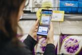 """Người tiêu dùng Việt hào hứng trải nghiệm công nghệ mua sắm """"siêu tốc"""" VinMart Scan & Go"""