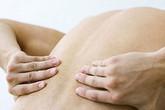 Viêm cột sống dính khớp, nên chữa ở đâu?