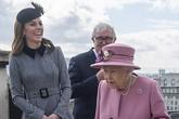 Sự bất thường của công nương Kate trong chuyến tháp tùng Nữ hoàng Anh khiến nhiều người bị sốc