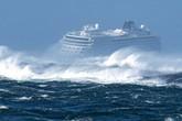 Hành khách kể lại cảnh chờ được giải cứu trên tàu Na Uy trôi dạt giữa biển