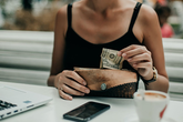Có tin được không: Tiêu tiền mặt có thể giúp giảm cân