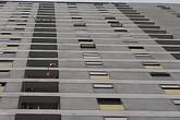 Đến nhà người thân chơi, bé trai rơi từ tầng cao chung cư do bất cẩn của người lớn