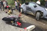 Xe máy va chạm xế hôp, hai người bị thương nặng