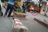 Hà Nội: Người dân 'cắn răng' mua gần 35.000 đồng/lít xăng