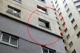 Hà Nội: Xót thương bé trai 3 tuổi rơi từ chung cư xuống đất tử vong