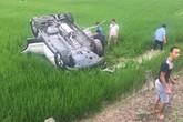 Tai nạn thương tâm: Xe ô tô lao xuống ruộng lúa, tài xế tử vong