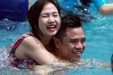Hà Nội quá nóng, hàng nghìn người ùn ùn kéo đến công viên nước