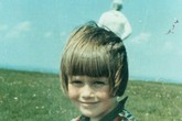 Bức ảnh 'người ngoài hành tinh' sau lưng bé gái gây xôn xao 55 năm trước
